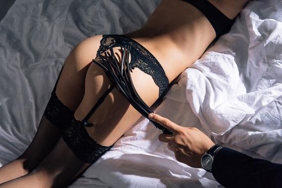 九尾鞭と女