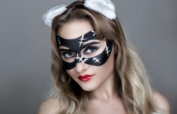 ペイントマスクの女